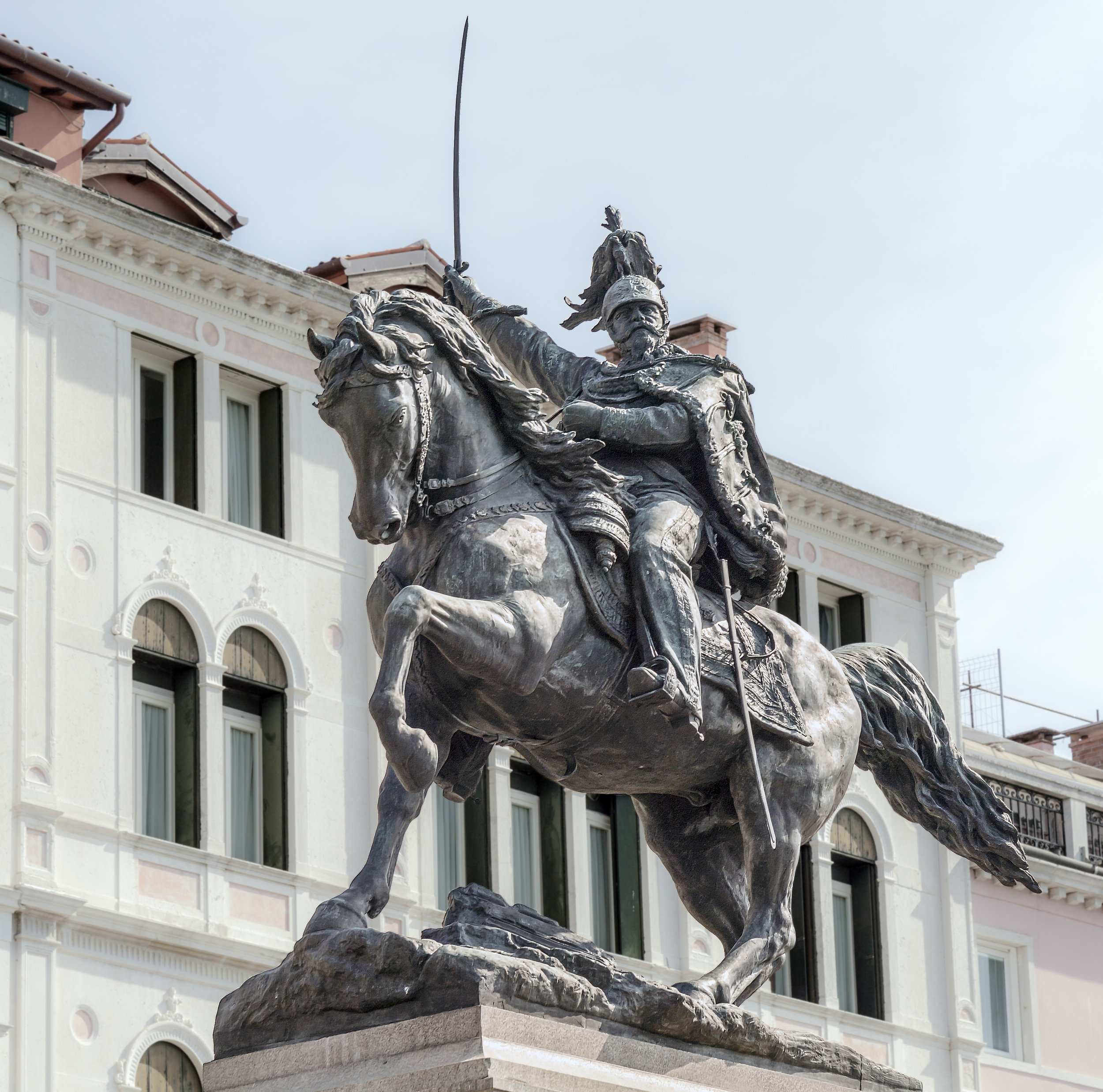 Didier Descouens - https://commons.wikimedia.org/wiki/File:Monument_to_Victor_Emmanuel_II_(Venice).jpg