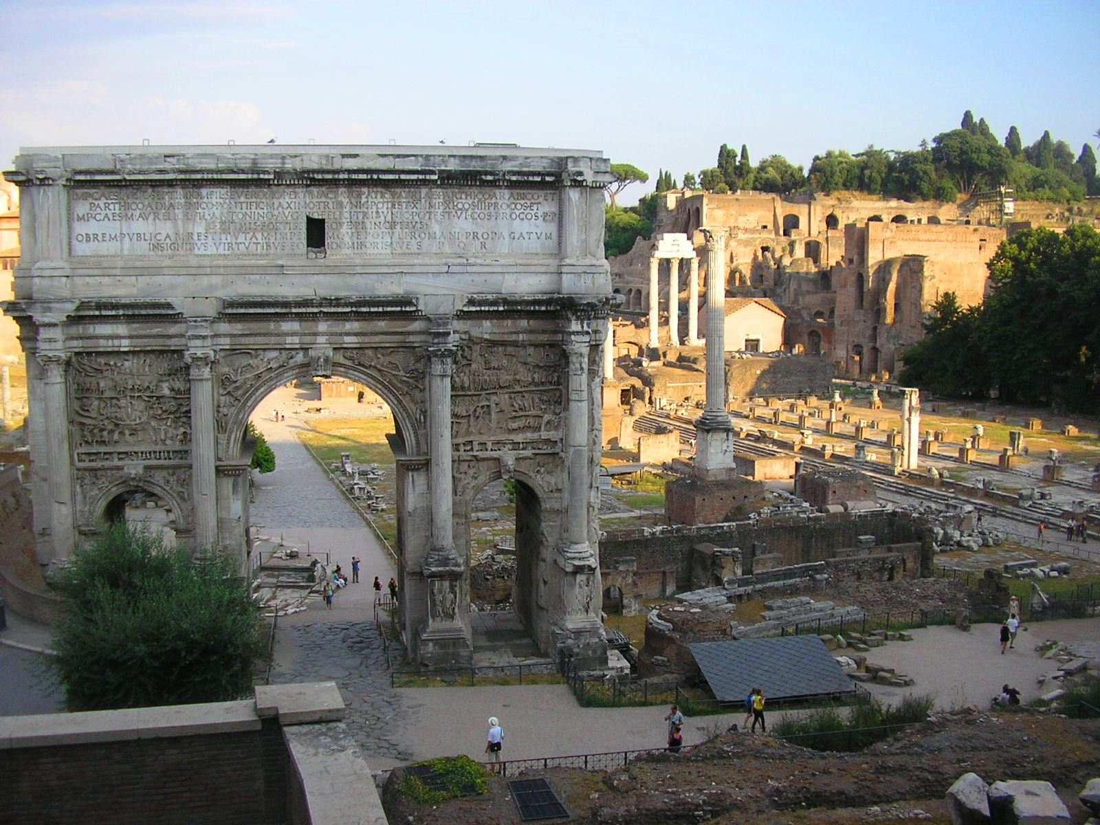 Natyss med -  https://commons.wikimedia.org/wiki/File:Arco_di_Settimio_Severo.JPG