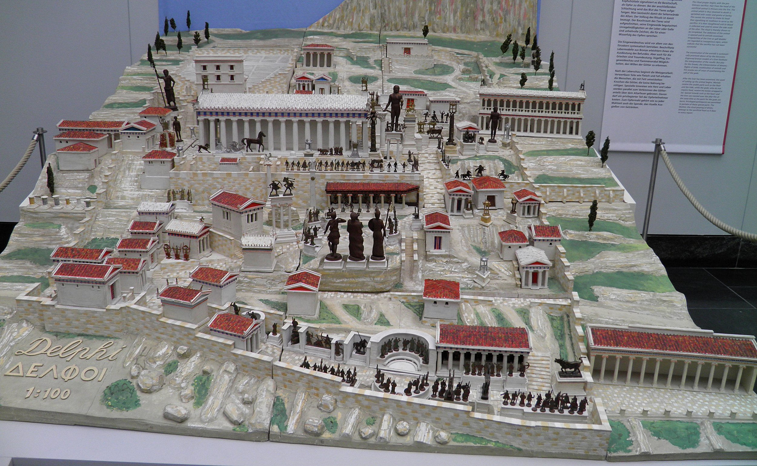 Carole Raddato -  https://commons.wikimedia.org/wiki/File:Model_of_Delphi,_Staatliche_Antikensammlungen,_Munich_(8958336066).jpg