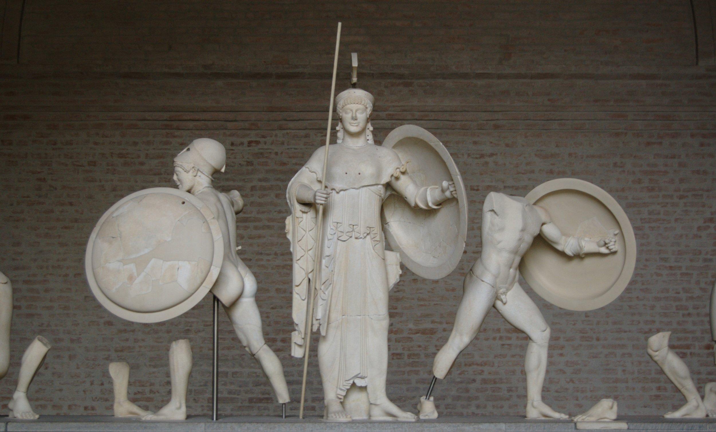 Bibi Saint-Pol -  https://commons.wikimedia.org/wiki/File:Aphaia_pediment_5_central_Glyptothek_Munich.jpg