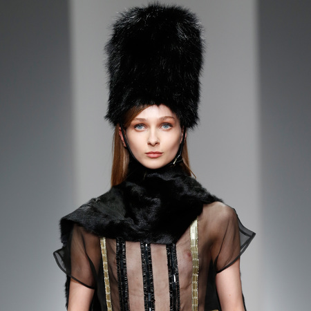 big-beefeater-hats-at-daks-aw14-london-fashion-week-trends.jpg