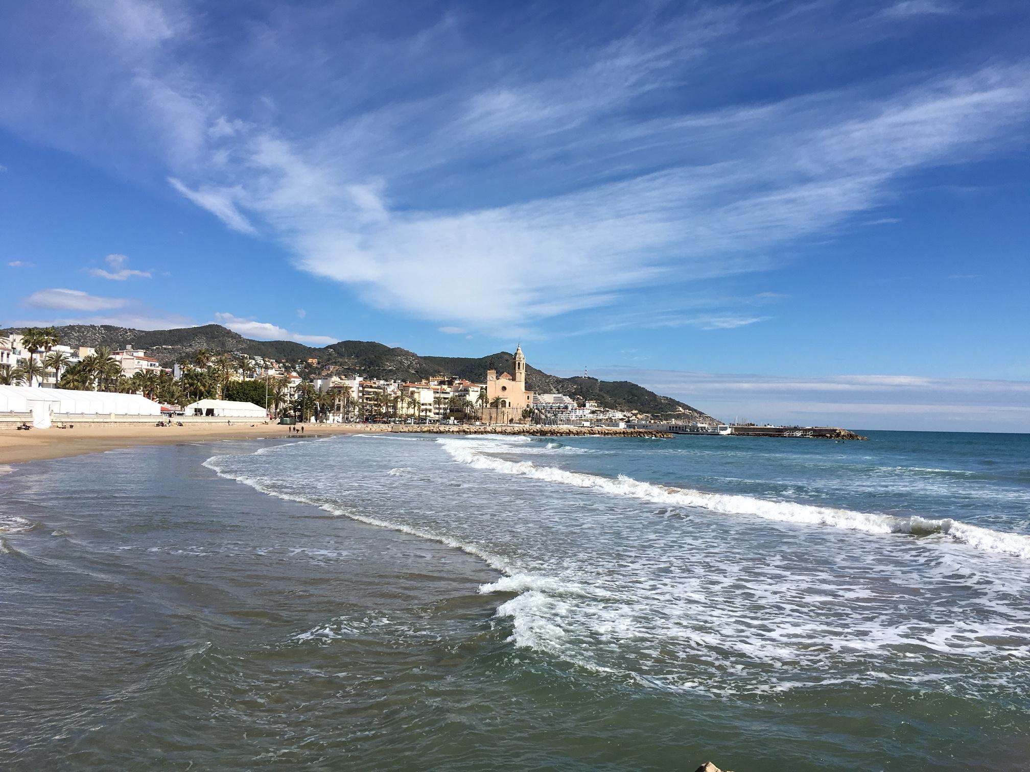 Sitges ligger längs Spaniens östkust och erbjuder fantastiska stränder.