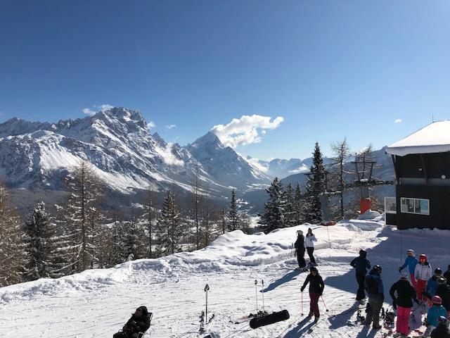 Tofana - skiers.jpg
