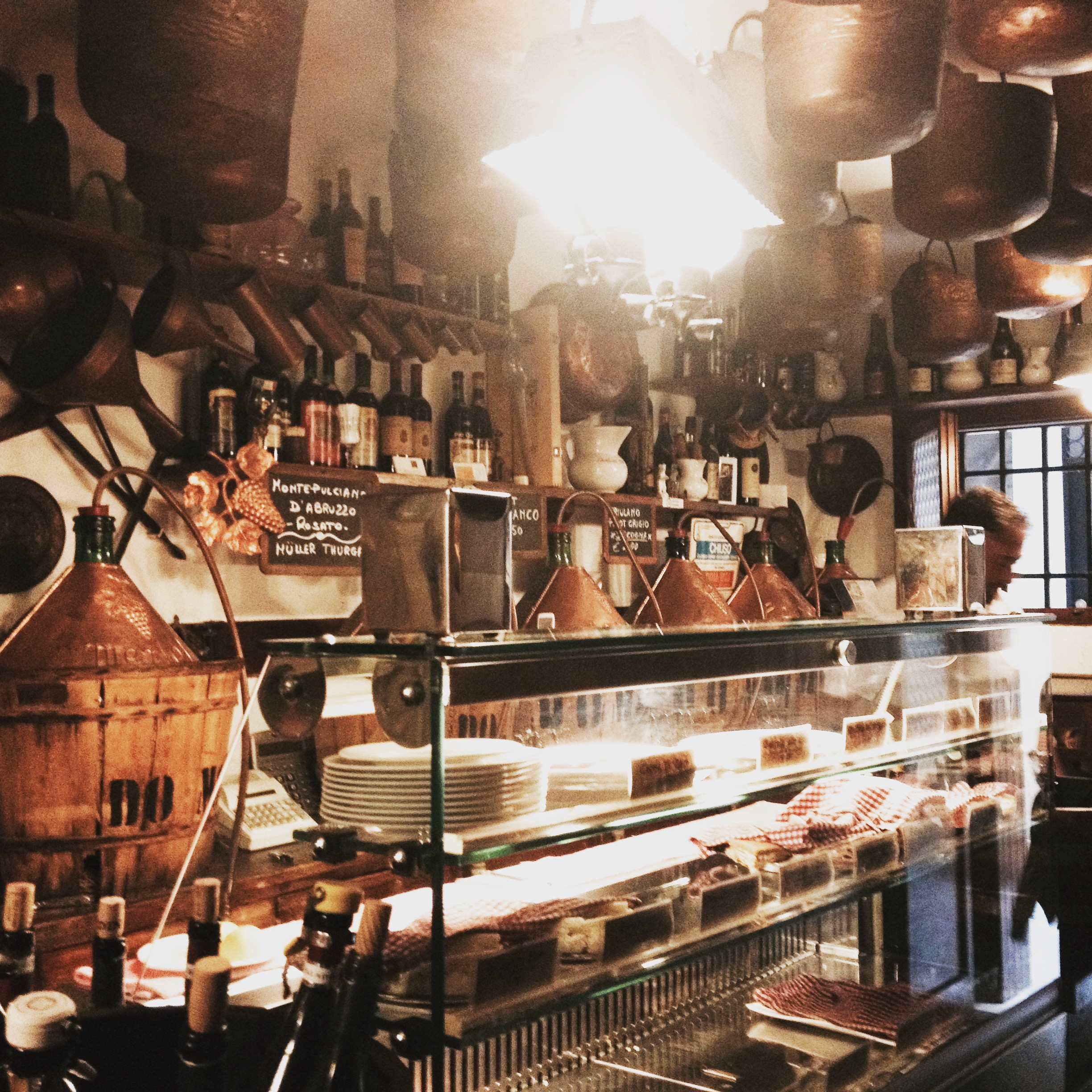 Cantina do Mori - wine bar - Venice.JPG
