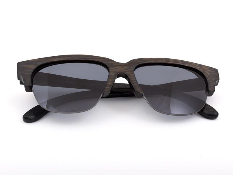 los-sunglasses-legra-folded-arms.jpg