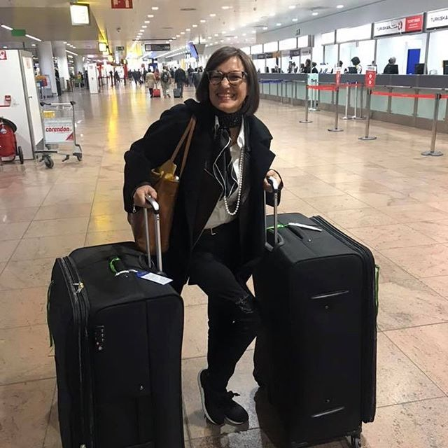 Today, exactly 1 year ago, I squeezed my whole life (what was left of it, that is) in 2 suitcases and made #mybigmove from Belgium to New York City to start a new life from scratch. I was 60 👀 . 💪 Was it hard to say goodbye to my loved ones and my newborn grandson? Hell yeah! Was it hard to sell my car, my house, my stuff? You bet! Was it rough to get rid of the 60 years of my life? Take a guess. 👗👠👜👛🕶👖🥿👟⛸🏡🚘🎤🎸🎻 But I did it anyway and I am happy I did.  What can you take away from my journey? Whether you want to take better care of yourself, drop a few sizes and keep them off, or follow your heart and wildest dreams, here are the most essential ground rules for your success.  1. Every change starts with a firm decision. . 💪💪🏽 2. Persist in reaching your goal to live your vision as in: do whatever it takes! . 👊🏼 3. Stop whining about your age! Anything is possible at any age! You just have to REALLY want it and be willing to put the work in it. . 🙌🏻🙌🏽 What do you want? Go for it! 😊  #energyforexperts #lifestartsat60 #mylifeinNYC