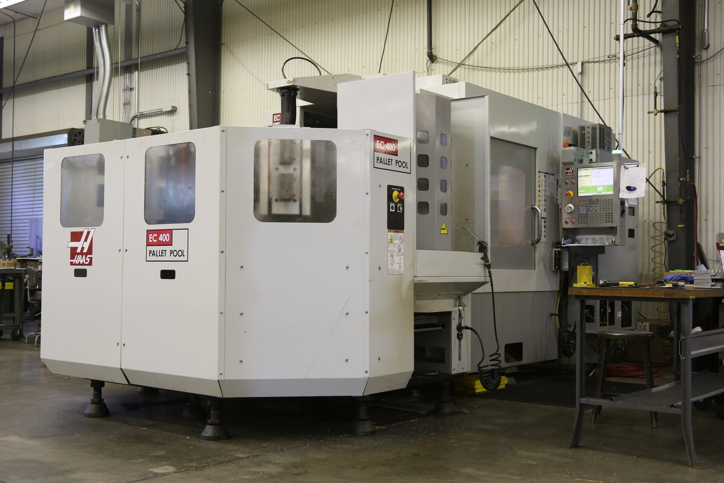 "Haas EC-400 with ""Pallet Pool"" System"