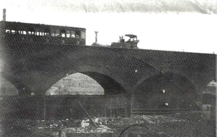 Steam Train on Millwall Viaduct.jpg