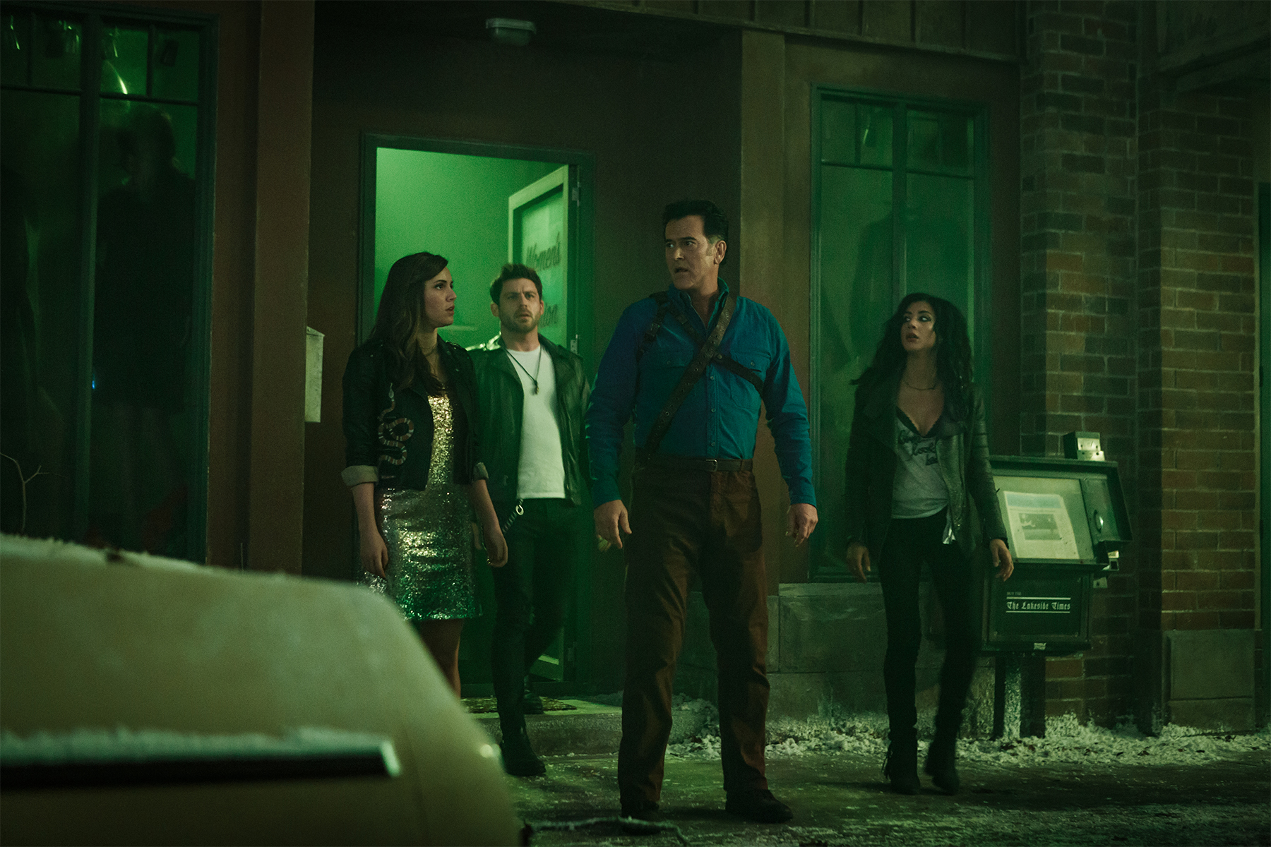 S03 E08 Bruce Campbell and Cast.jpg