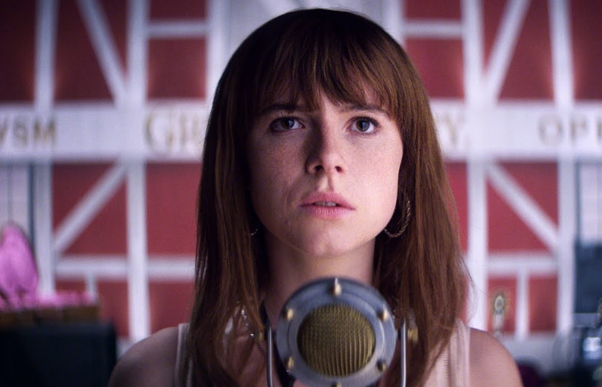 jessie-buckley-straight-on.png