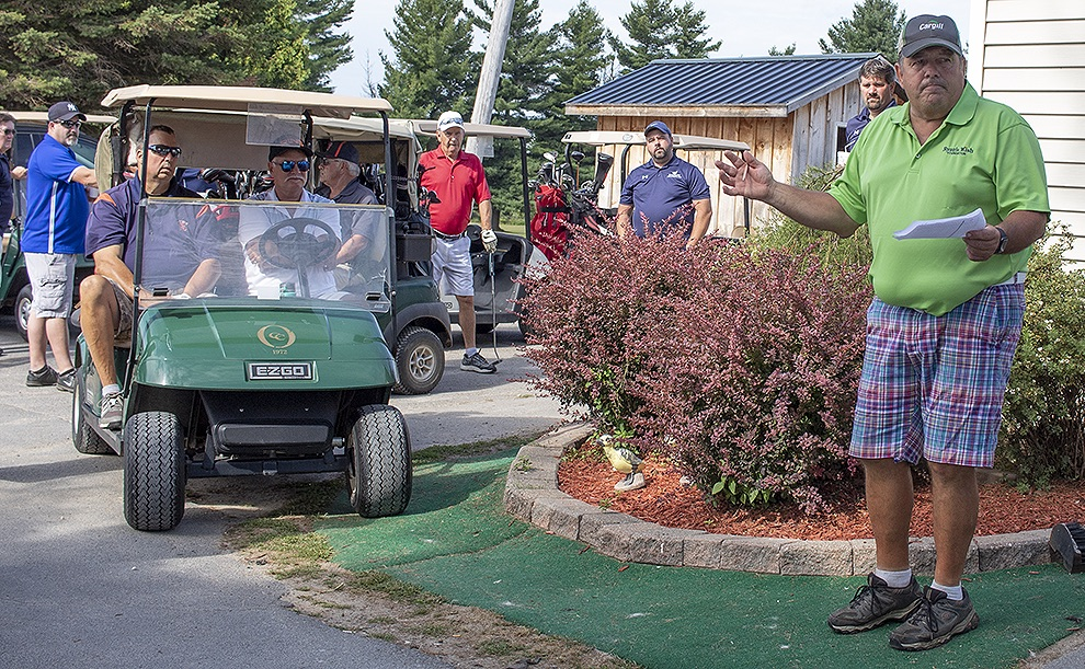 Emerald Greens Operator-Owner John Cunningham welcoming the golfers. (Rachel Hunter photo)