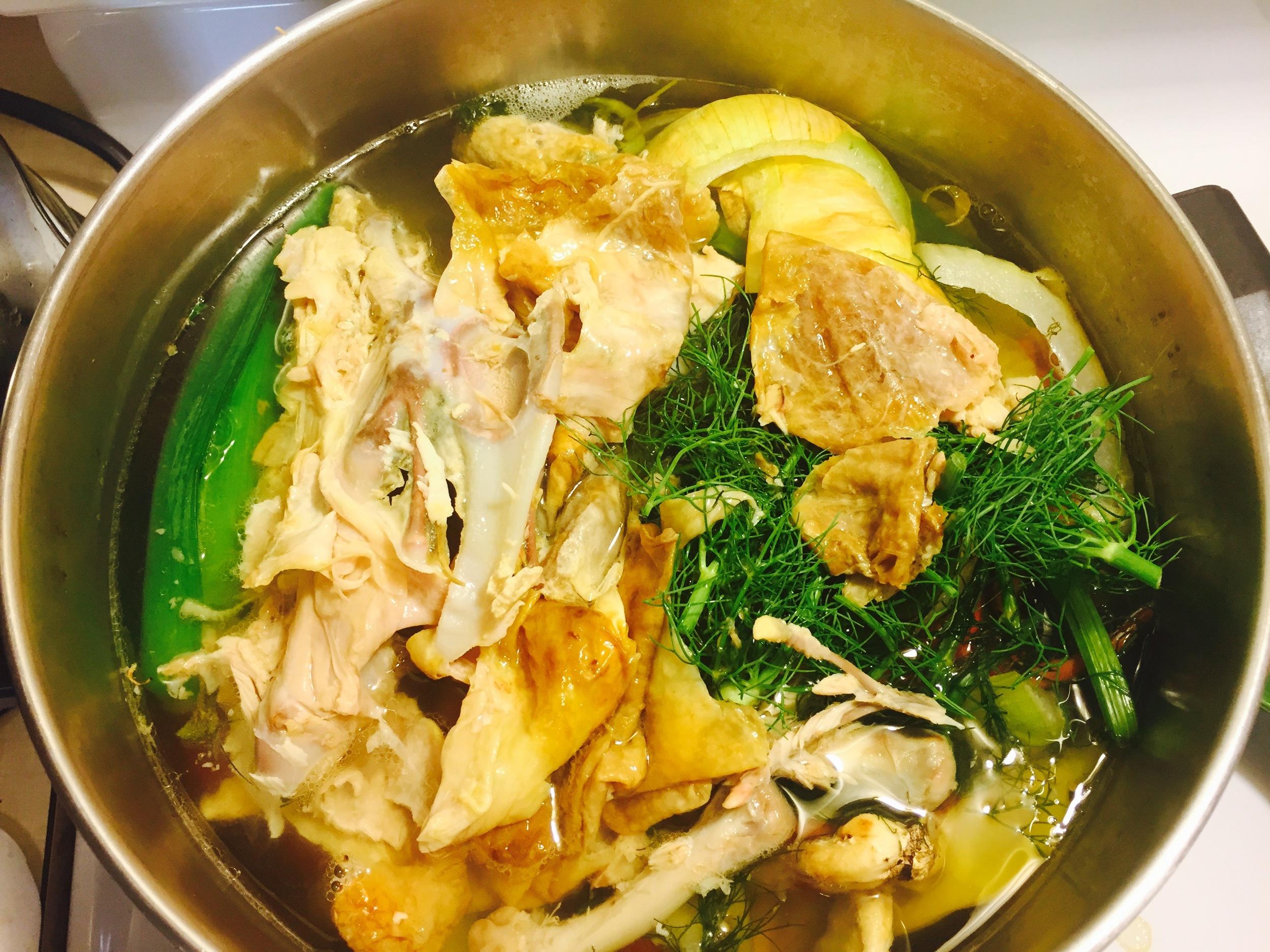 Homemade chicken or veggie stock