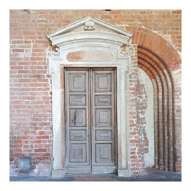 #milano • • • • • #milan #italy #italia #inspiration #doors #doorsofinstagram #nofilter