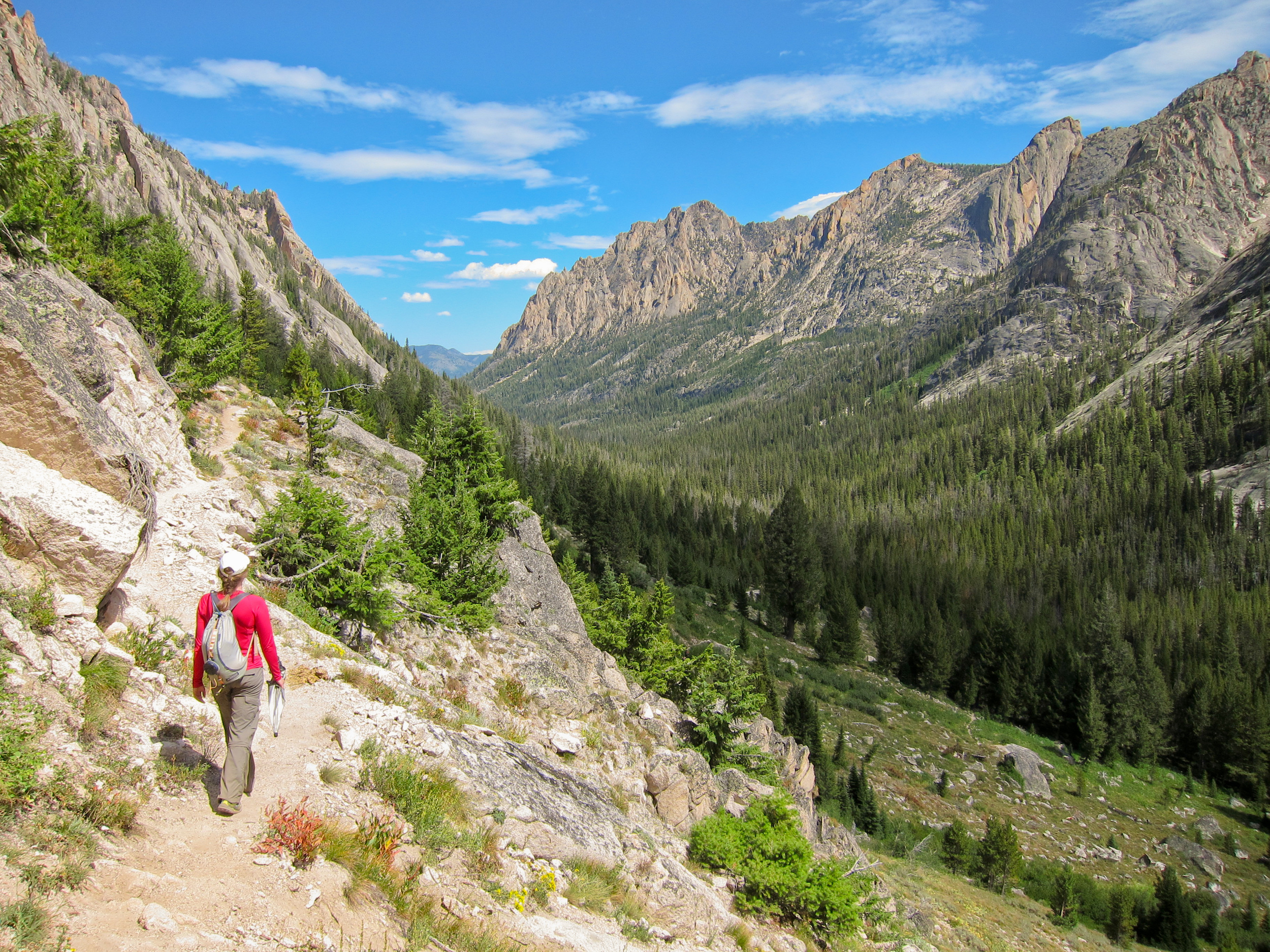 Hiker and Redfish Canyon from Alpine Lake Trail in Sawtooth Wilderness. Photo credit: pixabay