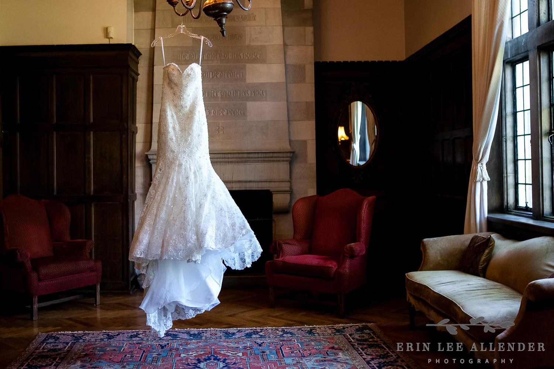Wedding_Dress_Dark_Panel_Room