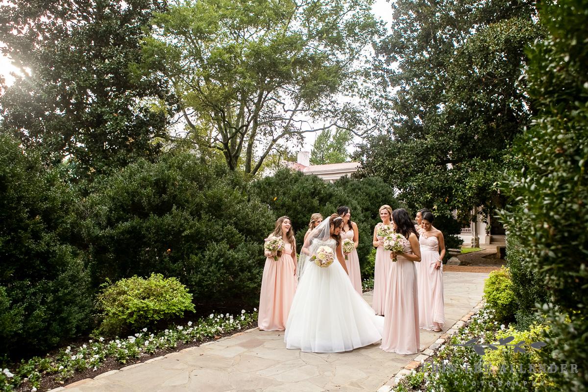 Bridal_Party_In_Garden
