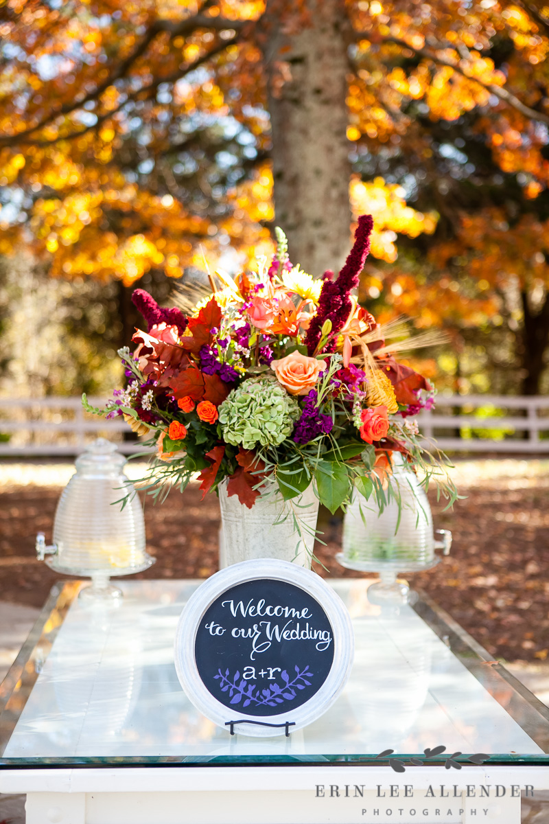 Fall_Centerpiece_With_Leaves