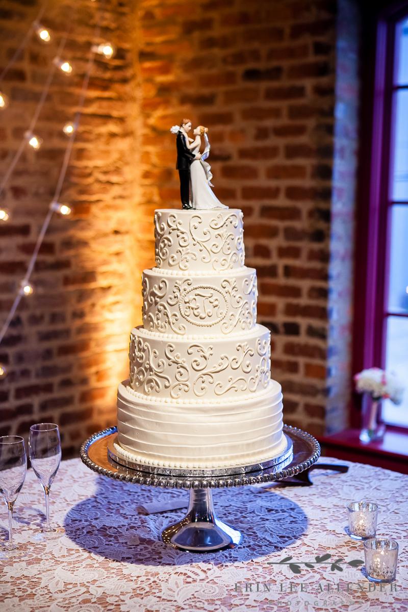 Buttercream_Wedding_Cake_with_Bride_Groom_Figurine