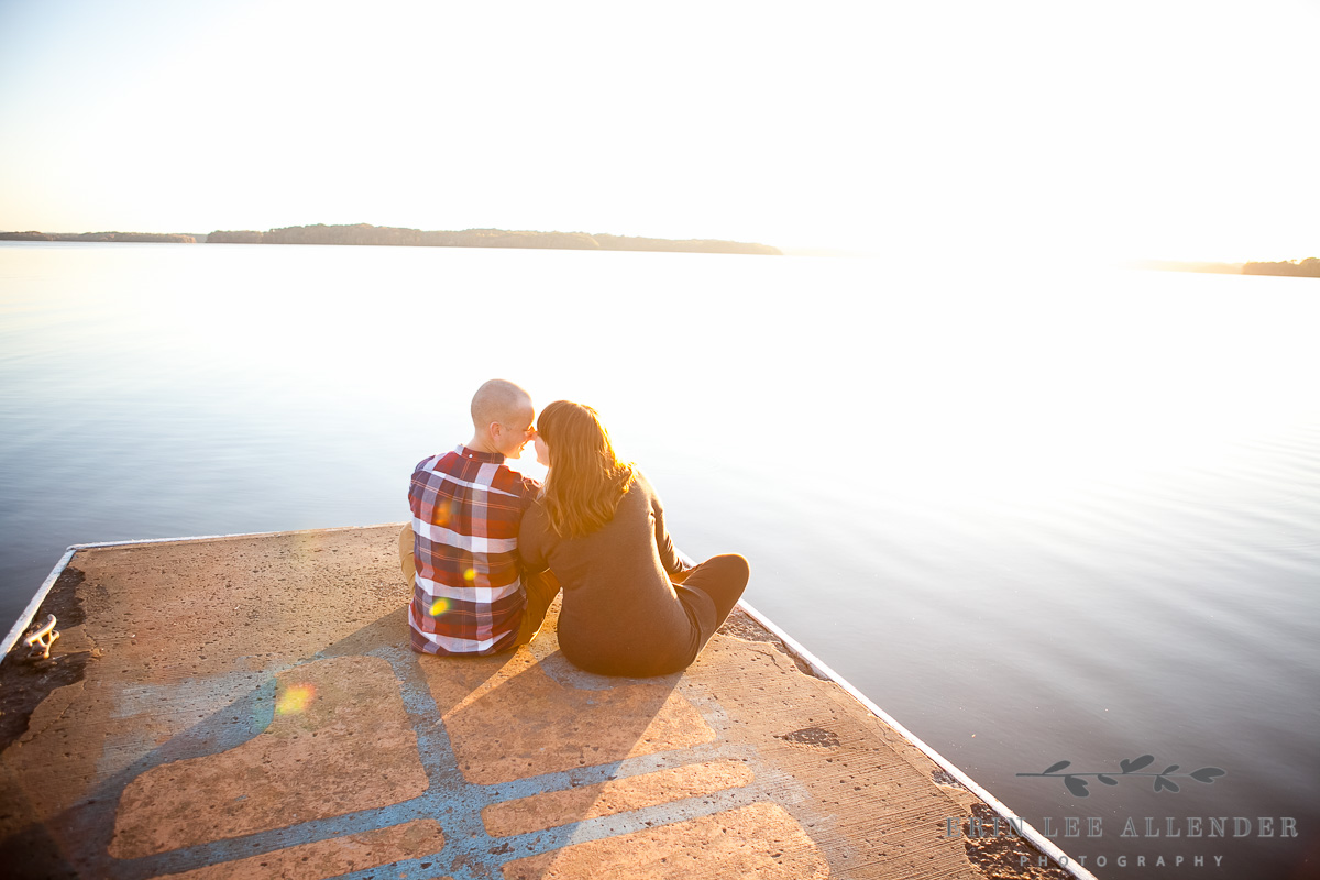 Couple_Kisses_On_Dock