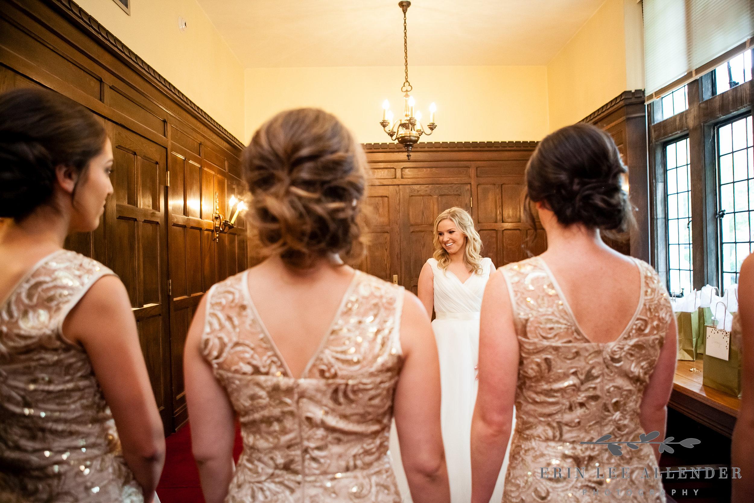 Bridesmaids_Look_at_Bride
