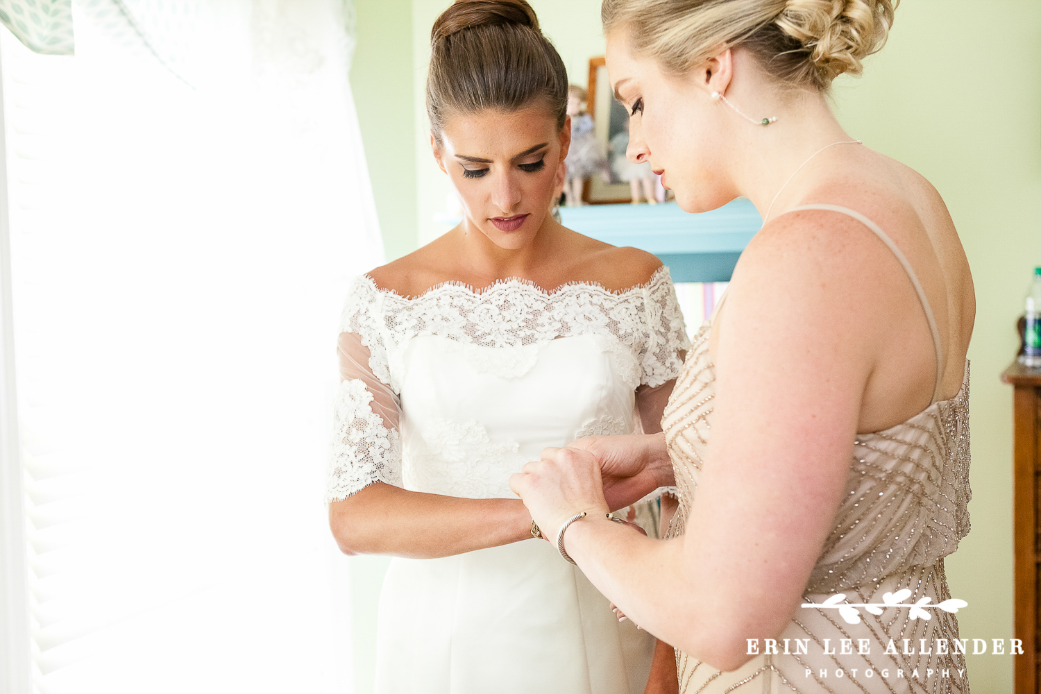Maid_Of_Honor_Puts_Brides_Jewelery_On