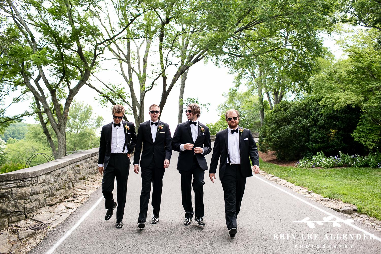 Groomsmen_Walking