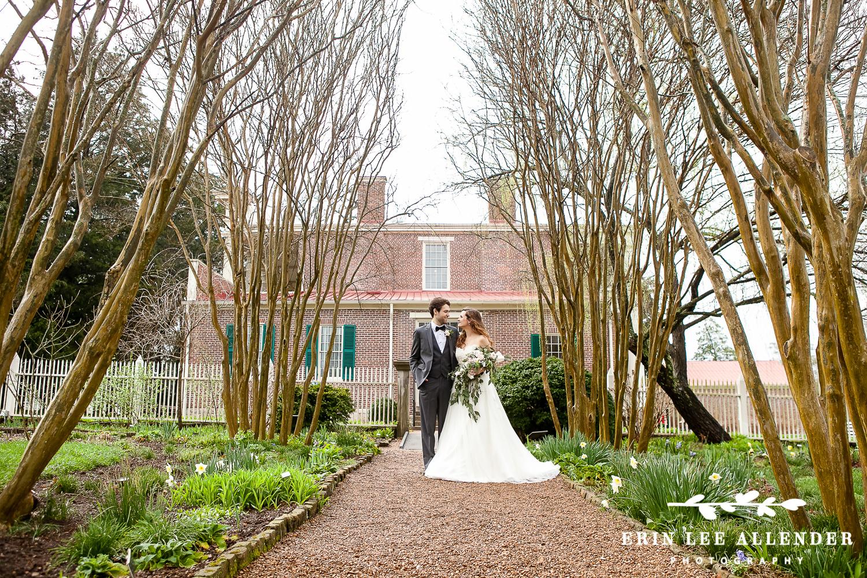 Bride_Groom_Garden_Historic_Home