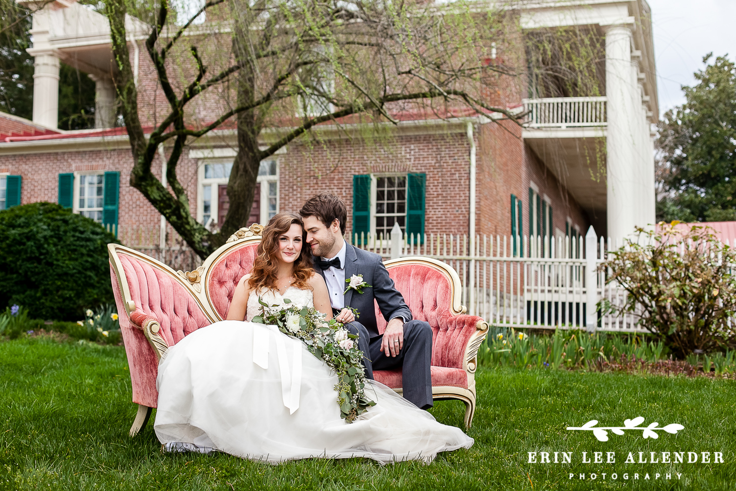 Couple_On_Vintage_Couch_Mansion