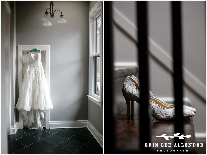 Photograph_of_wedding_Dress