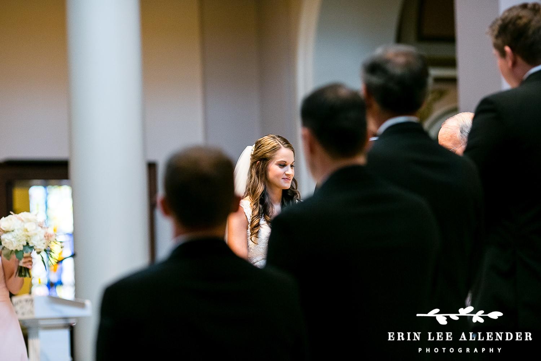 Bride_Looks_Groom_During_Vows