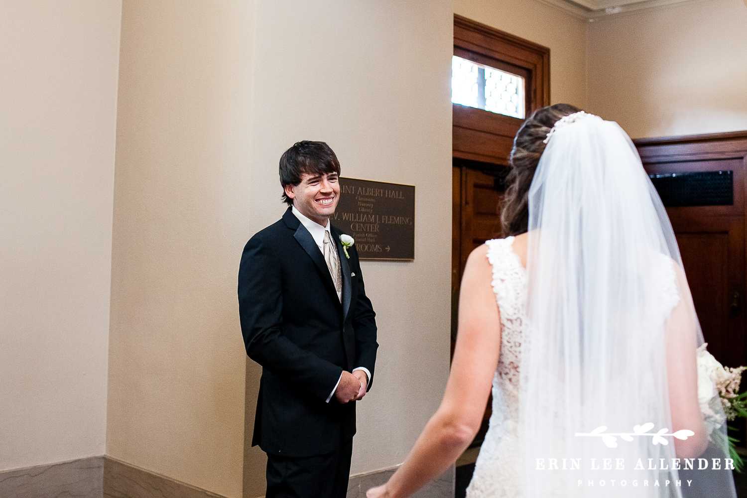 Groom_Sees_Bride_First_Time