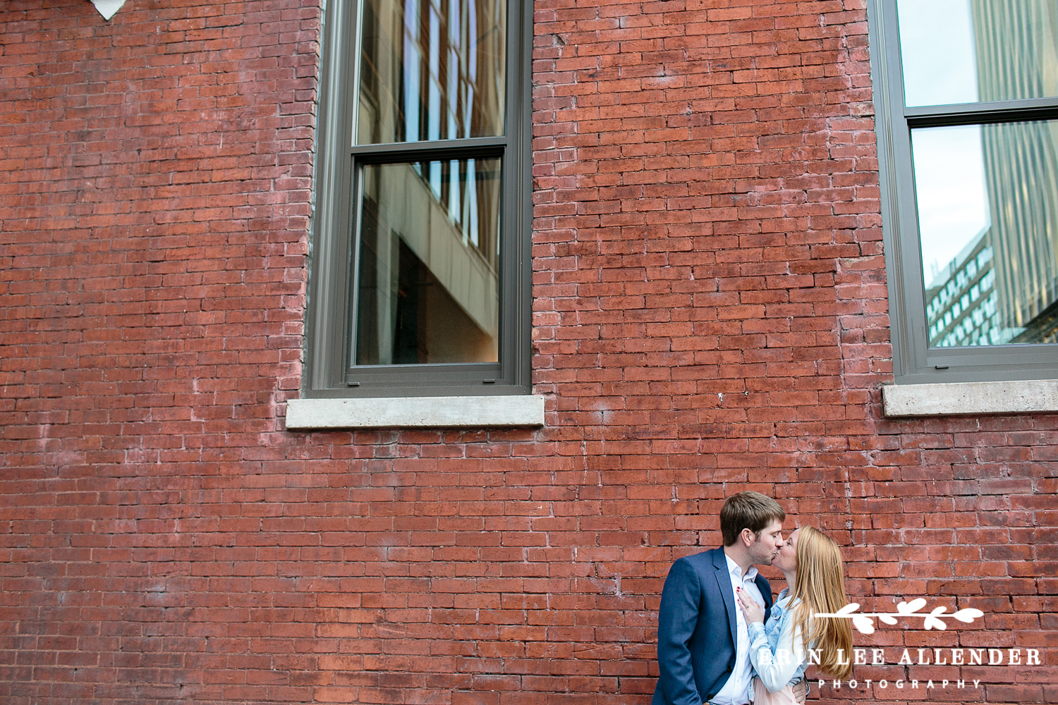 Couple_Kiss_Downtown
