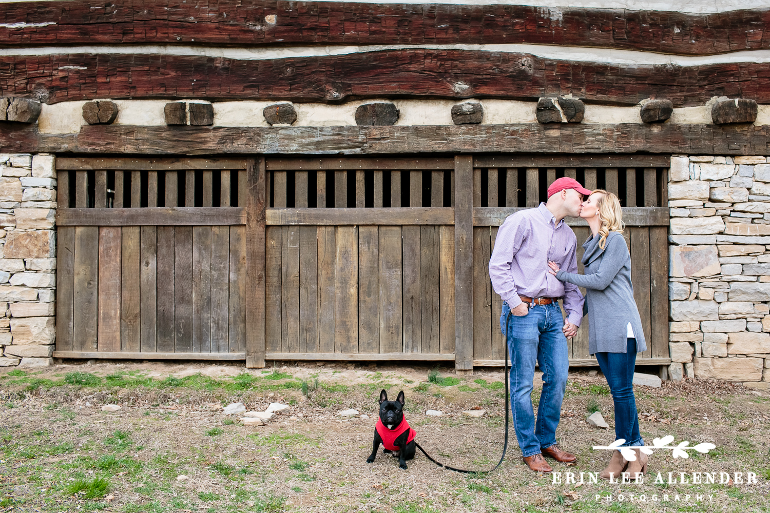 Couple_With_French_Bulldog