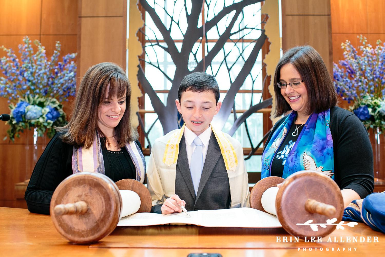 bar_mitzvah_Reading_Torah