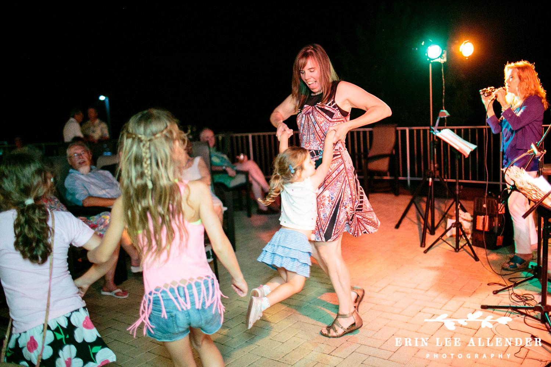 Kids_Dancing_Backyard