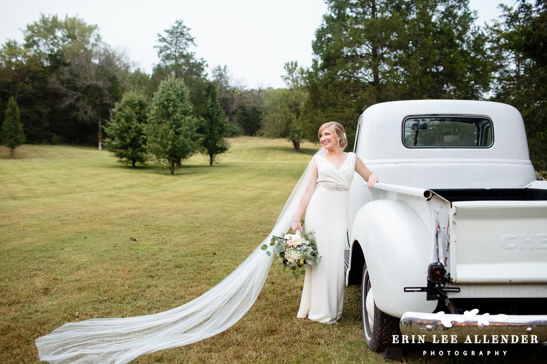 Bride_By_Vintage_Truck