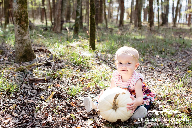 Little_girl_with_pumpkin