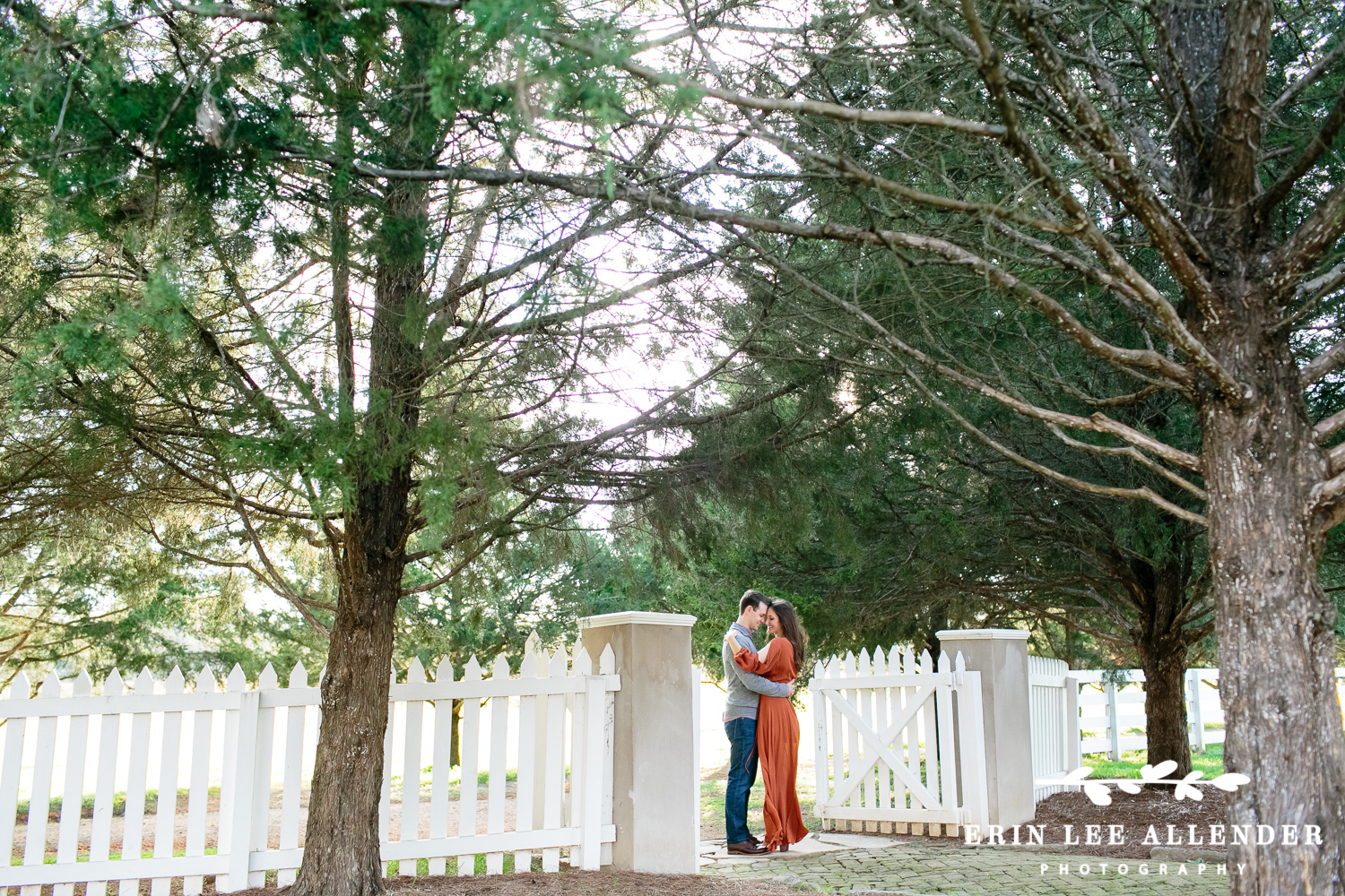 Couple_At_Picket_Fence