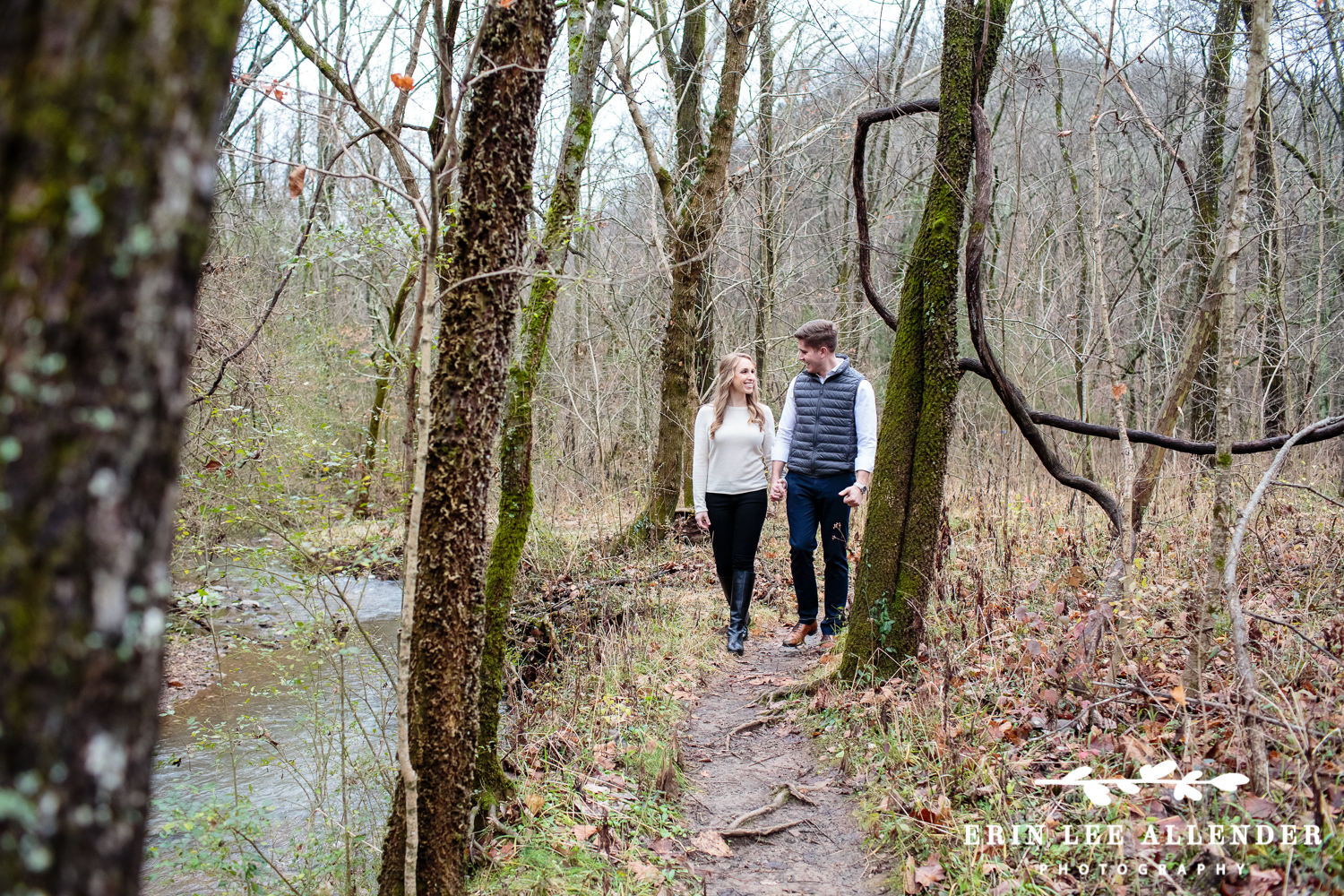 Couple_Walking_In_the_woods