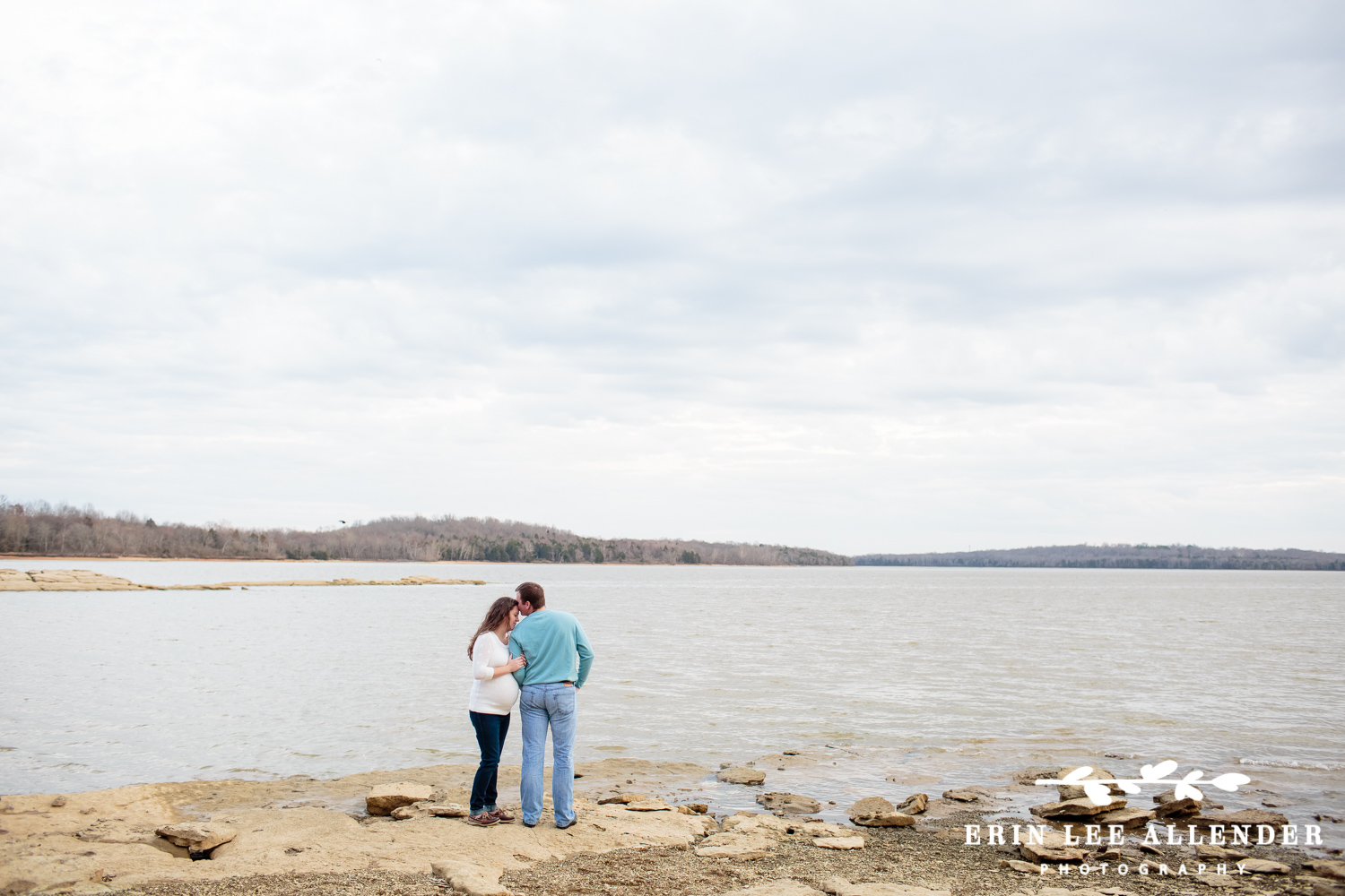 Maternity_Session_By_Lake