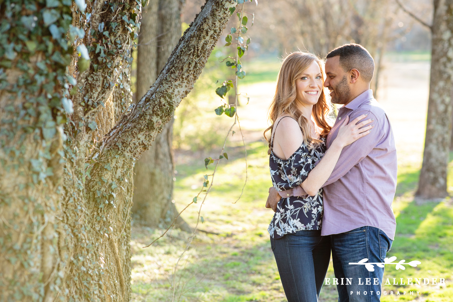 Ivy_Covered_Tree_Engagement_Session
