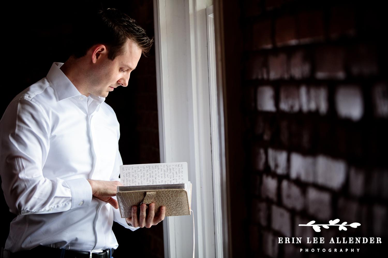 Groom_Reading_Letter_From_Bride