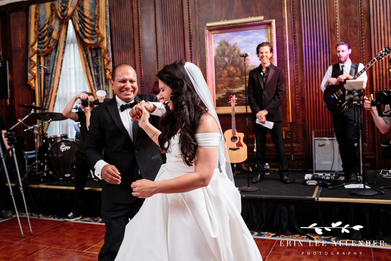 Bride_Laughs_Dad_Daughter_Dance