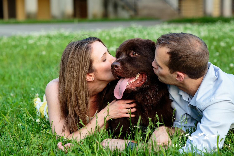 Giving_Dog_kiss