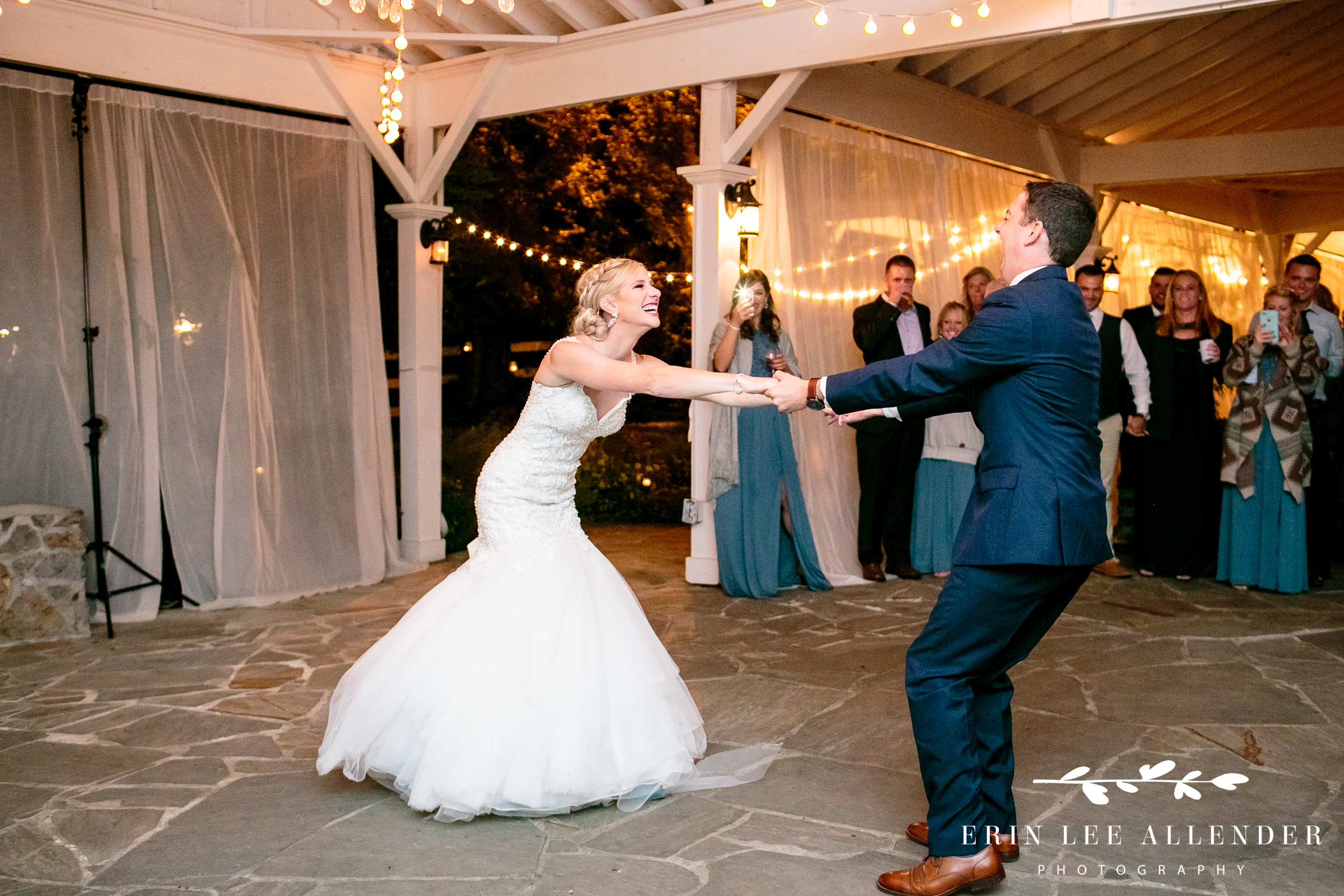 Bride-groom-laugh-during-first-dance
