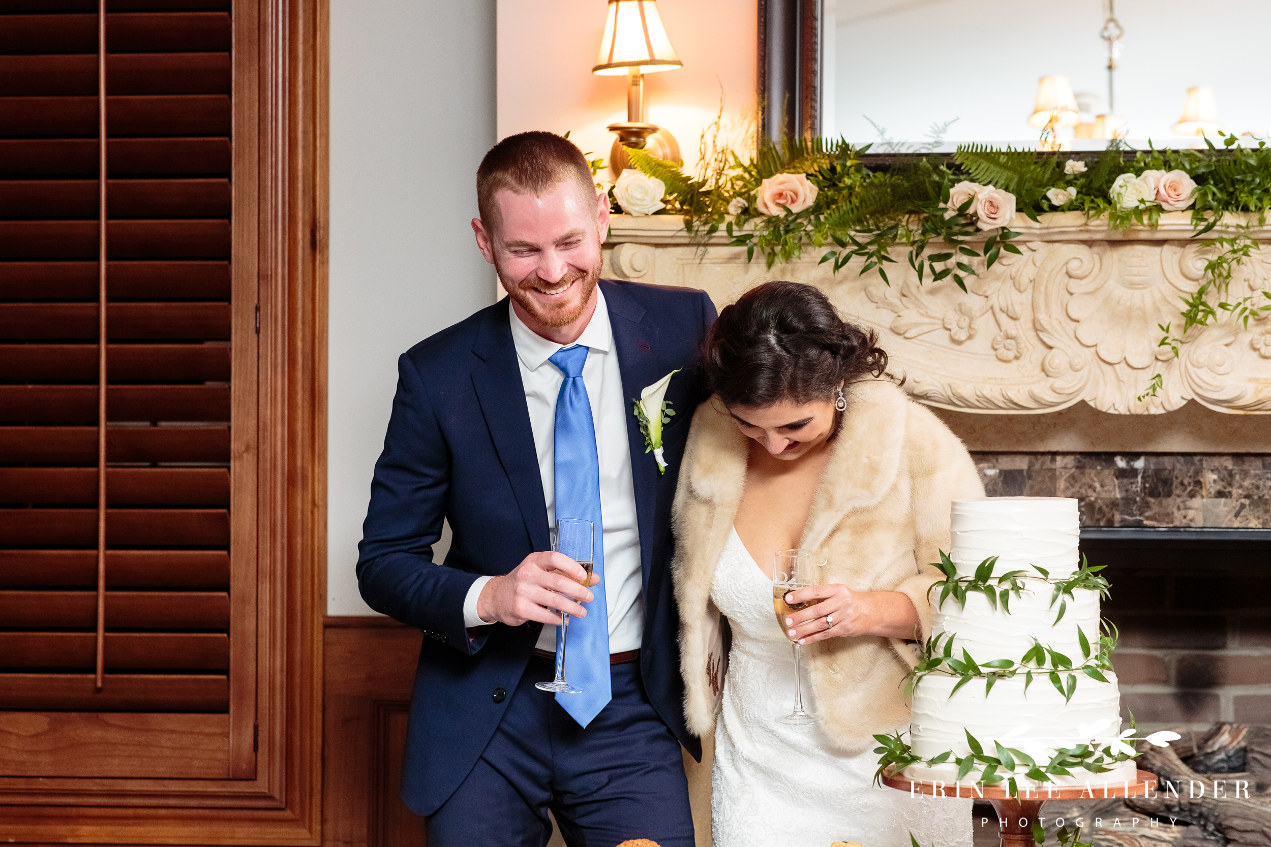 Couple-laughs-at-wedding-toast