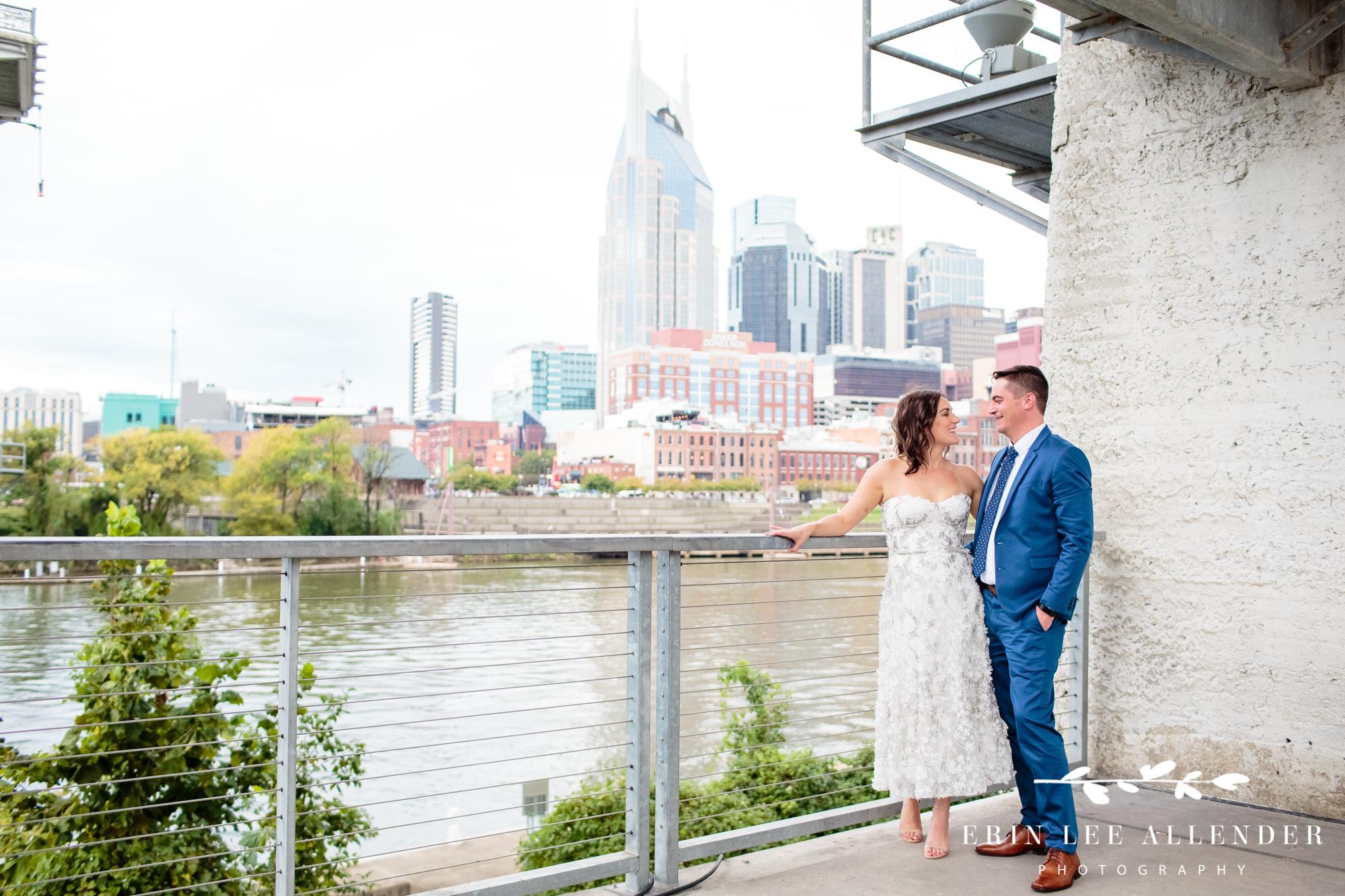 Bride-groom-nashville-skyline