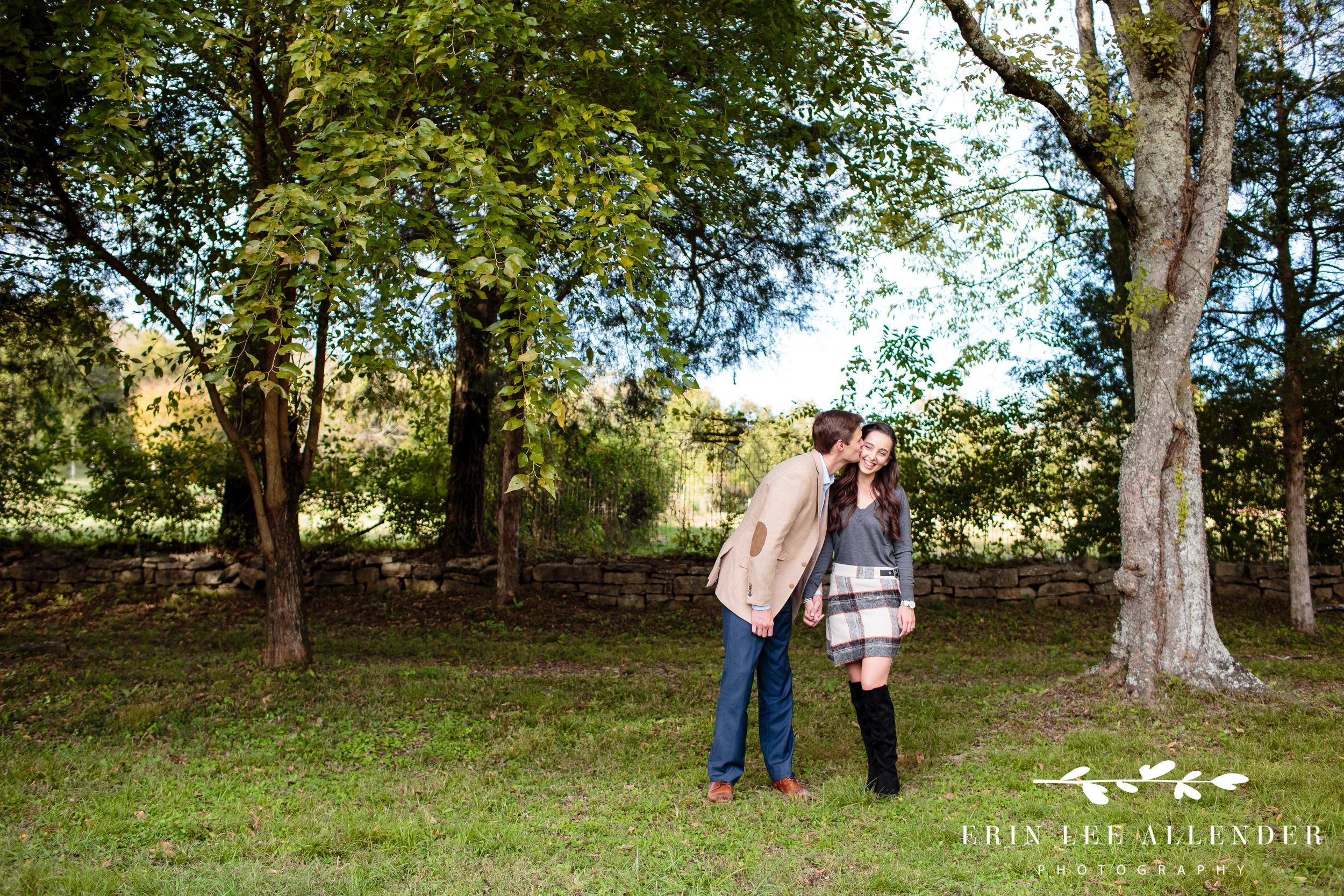 boyfriend-kisses-fiance-on-cheek