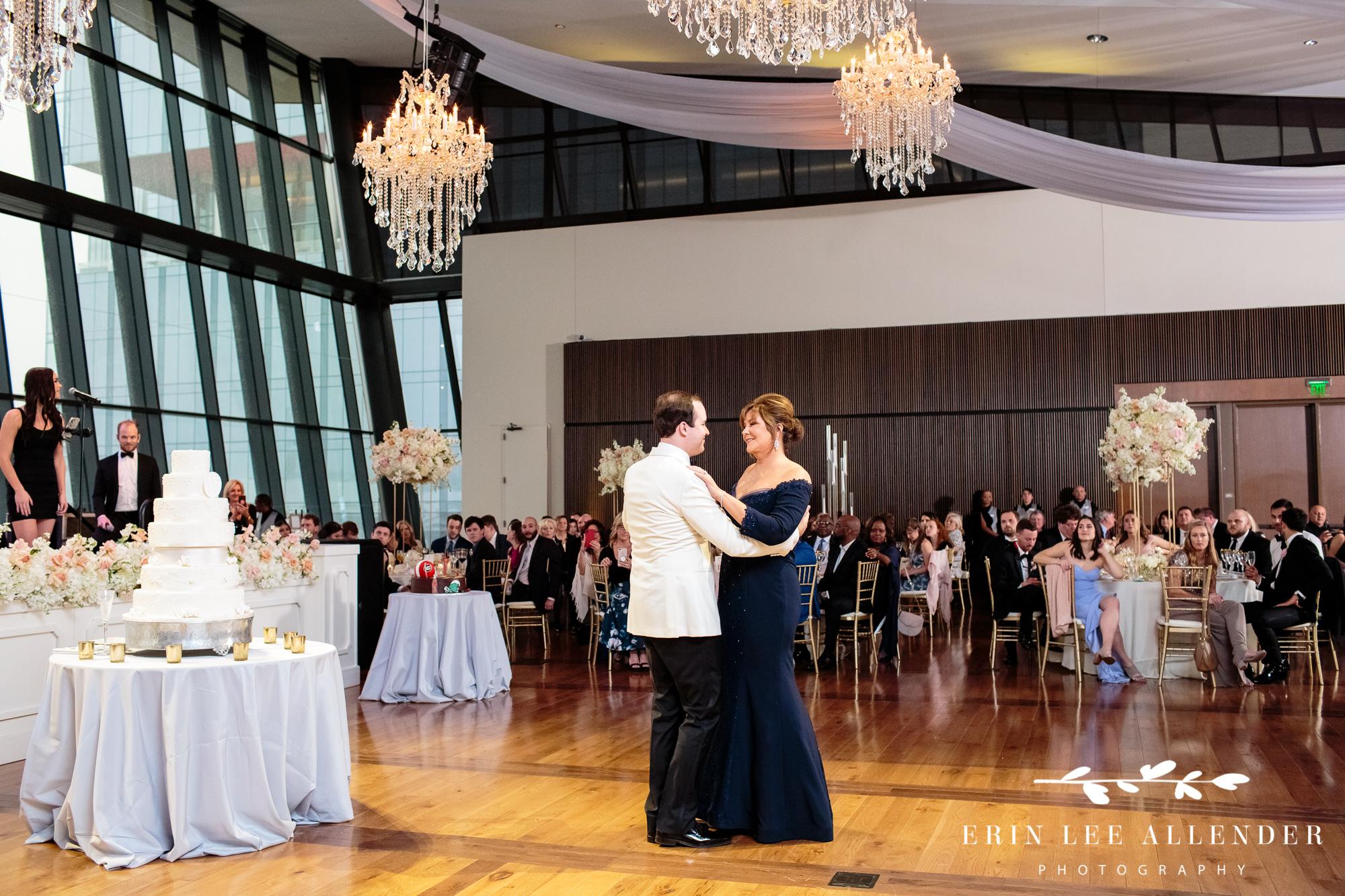groom-mother-dance