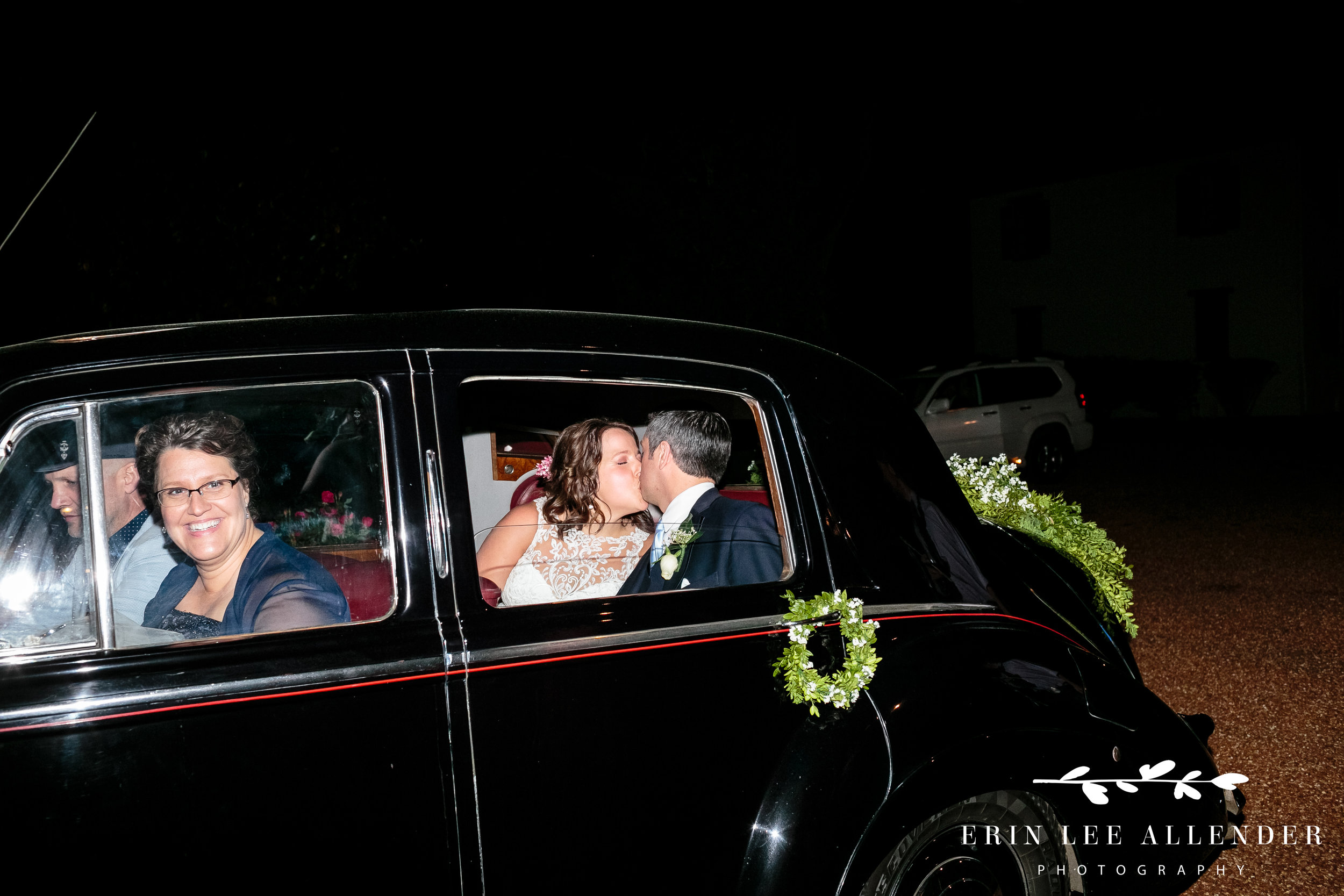 couple-kissing-in-back-of-car